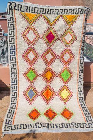 tapis berbere tisse a la main par les femmes berberes au Maroc dans l'Atlas en pure laine tissé main piece unique orange