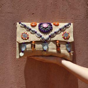 pochette handira en couverture traditionnelle marocaine fait main par nos artisans a marrakech marque flo and jouls