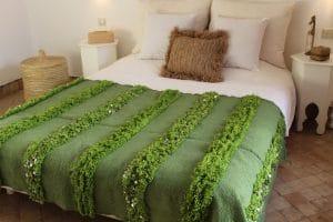 couverture tapis handira berbere de mariage tissee a la main au maroc par des artisans de couleur vert menthe